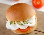 Ei-tomaat-sla, wit broodje