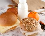 Lunchpakket ham-kaas, krentenbol